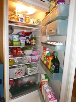 Det er lett å miste oversikten når kjøleskapet er fullt.